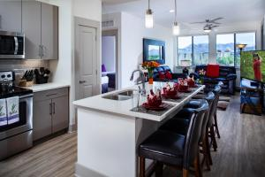 A kitchen or kitchenette at Luxury Condos by Meridian CondoResorts- Scottsdale