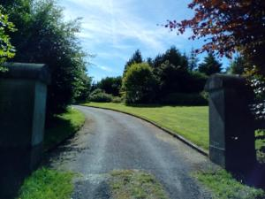 A garden outside Luxury Holiday Home Bantry