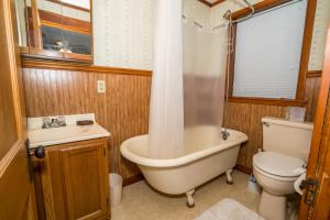 A bathroom at Adorable Bungalow steps to Downtown and the Beach!!