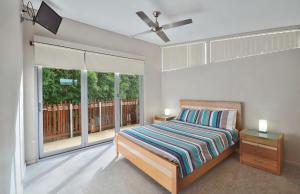 A bed or beds in a room at Sun Worship Eco Villas