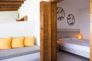 En eller flere senge i et værelse på Alkinoos Beach Hotel