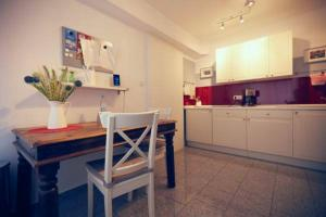 A kitchen or kitchenette at Apartment in Unterbach