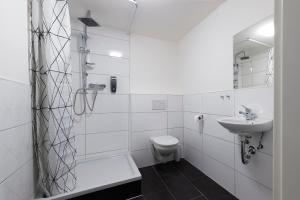 A bathroom at Worringer 68