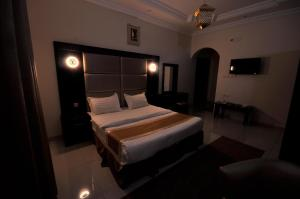 A bed or beds in a room at Ritan Apart-Hotel
