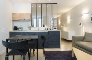 A kitchen or kitchenette at Quartier Notre Dame