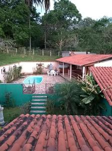 A view of the pool at Casa Recanto Cuiabá or nearby