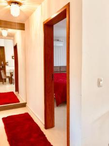 Um banheiro em Lindo Apartamento, canela