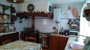 A kitchen or kitchenette at Casa da Palmeira