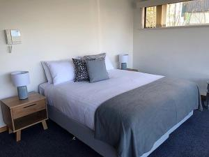 A bed or beds in a room at My Hobart Stay - Holiday Rentals