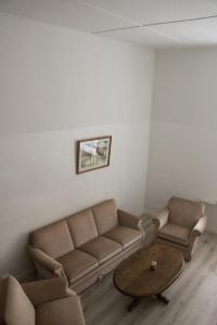 A seating area at Aleksandri City Center Modern Apartment