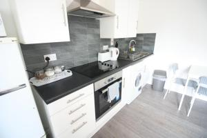 A kitchen or kitchenette at Flat C North road