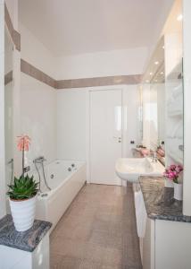 A bathroom at Fiori del Conero
