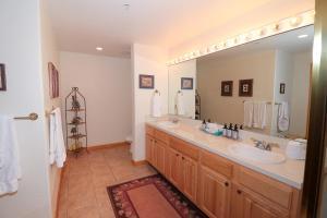 A bathroom at Keystone Resort by Rocky Mountain Resort Management