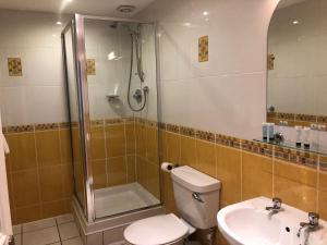 A bathroom at Chapel Apartments