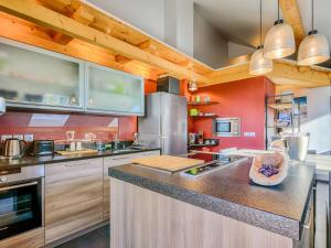 A kitchen or kitchenette at Welkeys - Villa Herminie Apartment