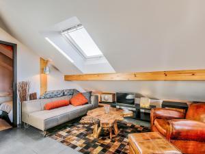 Uma área de estar em Welkeys - Villa Herminie Apartment
