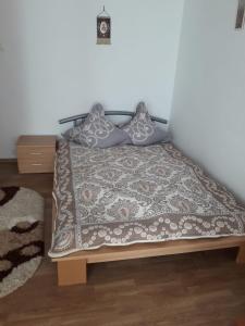 Un pat sau paturi într-o cameră la Calea Burdujeni 11