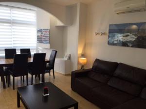 Ein Sitzbereich in der Unterkunft Luxury Apartment Cristianos Beachfront