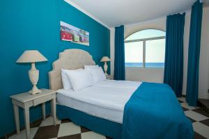 A bed or beds in a room at Hacienda Beach Sozopol
