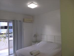 Een bed of bedden in een kamer bij Edf.Vila Verde a 3 minutos da Praia de Ponta Verde