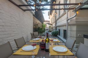 מסעדה או מקום אחר לאכול בו ב-Good Living Bucharest
