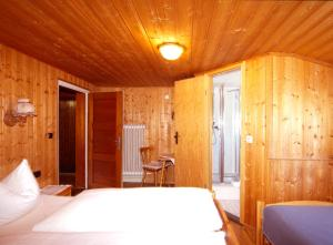 A bed or beds in a room at Walmendinger Haus