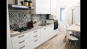 A kitchen or kitchenette at Garden Vittoria