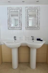 A bathroom at Hacienda Encanto del Rio