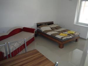 A bed or beds in a room at Apartman Silver