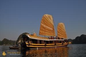 Cat Ba Sailing Junk