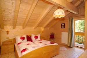 A bed or beds in a room at Appartements Tannenhof