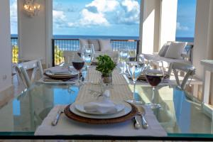 A restaurant or other place to eat at Luxury Beach Penthouse Chef + Cleaning incl - Cap Cana
