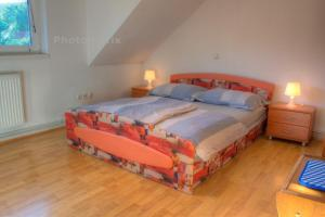A bed or beds in a room at Apartment House Potnik