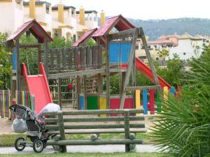 Zona de juegos infantil en AP Costas - Atlanterra
