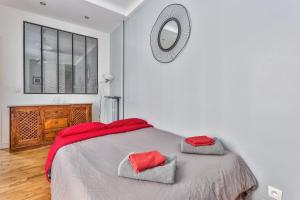 A bed or beds in a room at Appartement Nation - Goujon