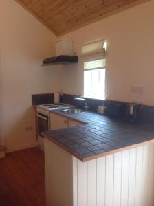A kitchen or kitchenette at Bridge House Studios