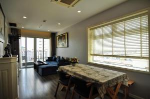 Hoa Binh Green City #610 - Comfy 2 BR Apt with Gorgeous City View from upper level