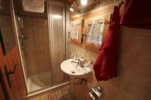 Ein Badezimmer in der Unterkunft Le P'ti Tzi-Mé