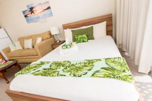 A bed or beds in a room at Tropical Studios at Marine Surf Waikiki
