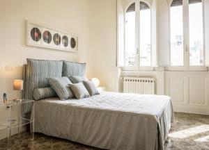 Art View Luxury Apartment房間的床