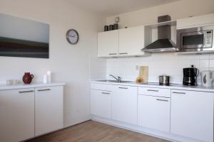 Een keuken of kitchenette bij Appartementen Amelander Paradijs
