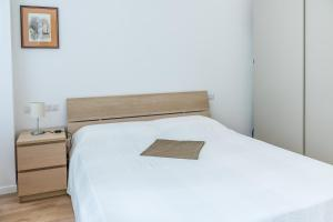 A bed or beds in a room at Beautiful new & strategic apt in Buenos Aires