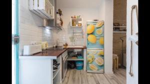Cucina o angolo cottura di casa a 800 metros de la playa de Las Arenas