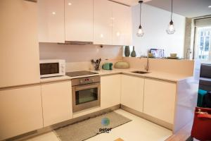 A kitchen or kitchenette at Peter Five Flat