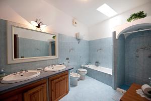 A bathroom at Villa Punta del Sole