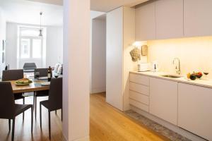 A kitchen or kitchenette at Hello Lisbon Baixa Ouro Apartments