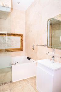 A bathroom at Signature Living Bold Street