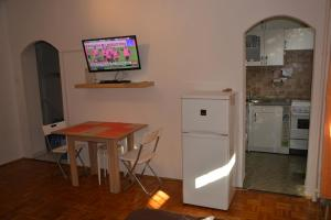 A television and/or entertainment center at Epres Flat