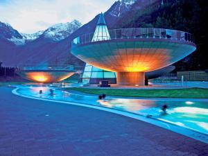 Der Swimmingpool an oder in der Nähe von Haus Daheim