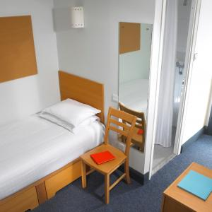 A bed or beds in a room at Maynooth Campus Apartments